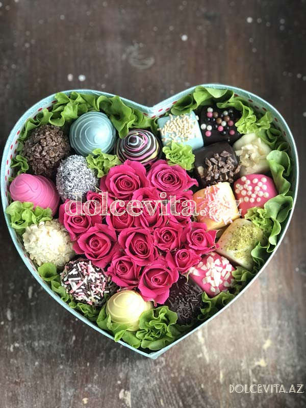 Heart shaped box with spray roses S size
