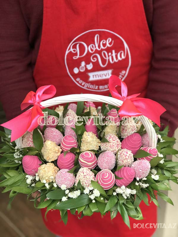 Basket of strawberry with chocolate 35 pieces