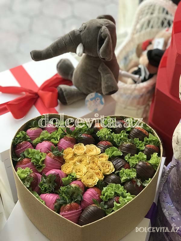 Heart shaped box with spray roses M size